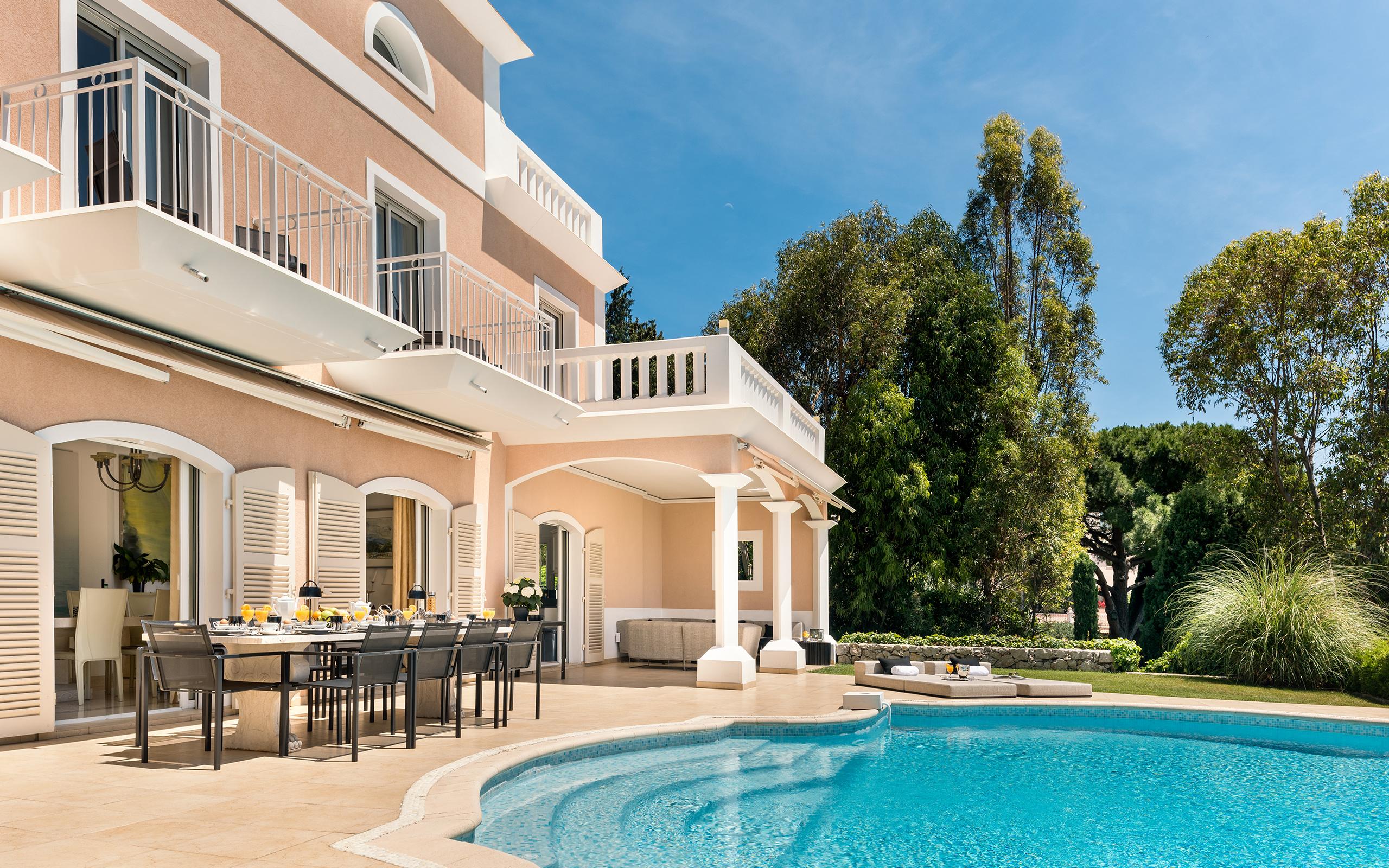 villa fleuri true luxury villas. Black Bedroom Furniture Sets. Home Design Ideas