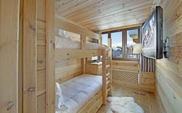 France:Courchevel:ApartmentPearl_ApartmentPatrice:bedroom1.jpg