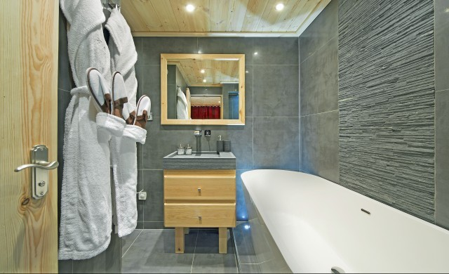 France:Courchevel:ApartmentPearl_ApartmentPatrice :bathroom.jpg
