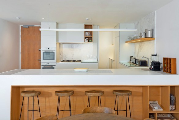 SouthAfrica:CapeTown:Rock_ApartmentRoxey:kitchen2.jpg
