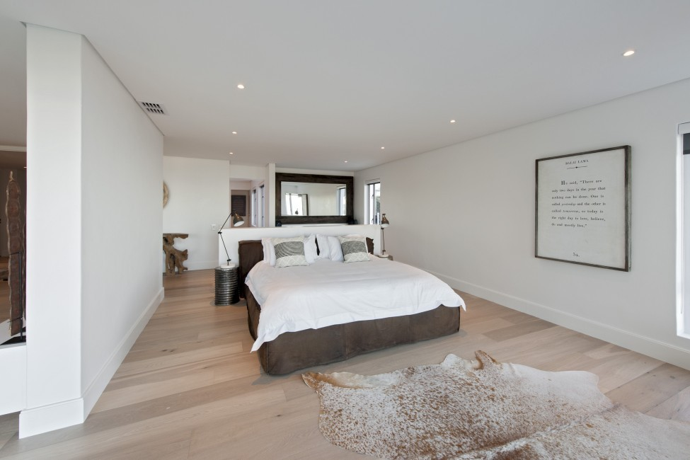 SouthAfrica:CapeTown:Geneva_VillaGrant:bedroom19.jpg