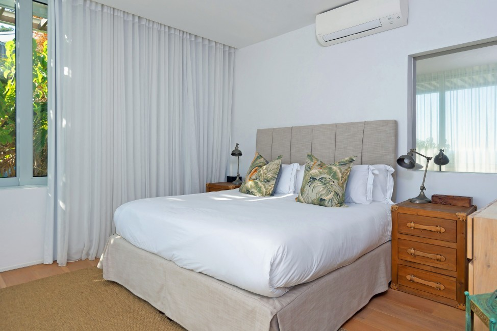 SouthAfrica:CapeTown:Rock_ApartmentRoxey:bedroom17.jpg