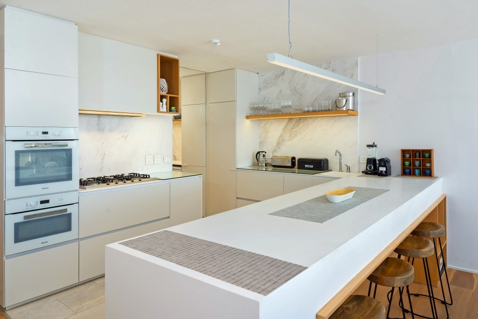 SouthAfrica:CapeTown:Rock_ApartmentRoxey:kitchen3.jpg