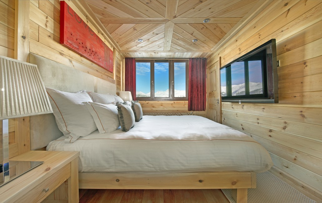 France:Courchevel:ApartmentPearl_ApartmentPatrice :bedroom.jpg