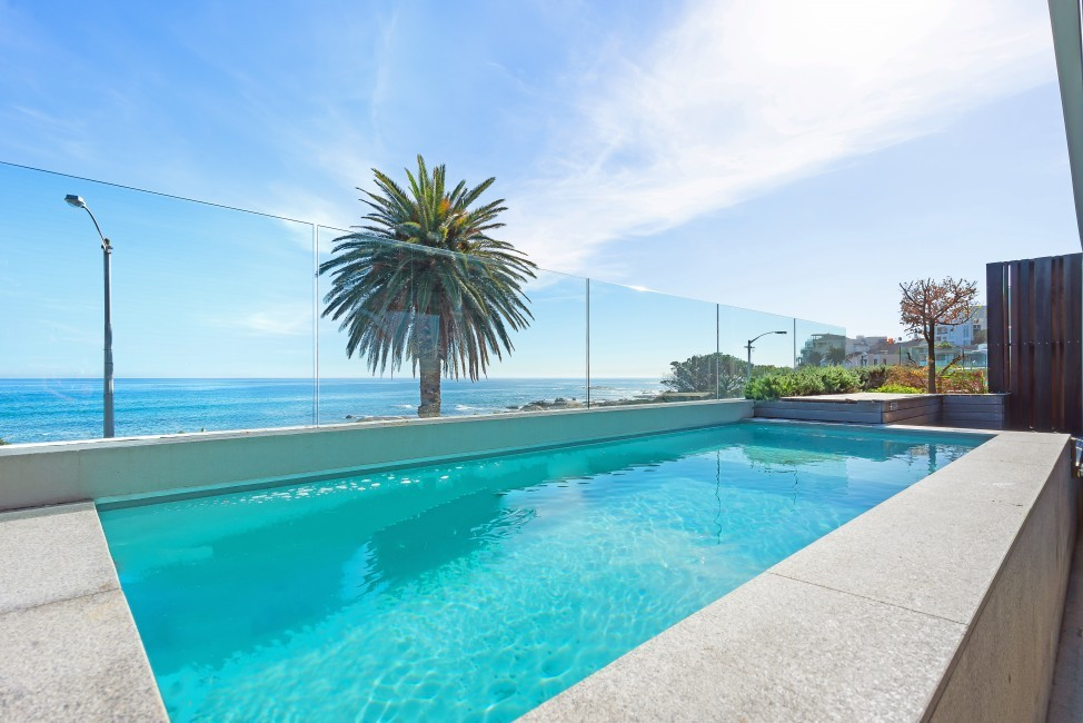 SouthAfrica:CapeTown:Boulder_ApartmentBryce:pool.jpg