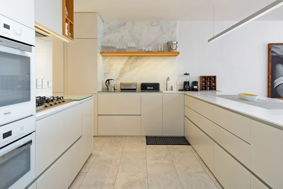 SouthAfrica:CapeTown:Rock_ApartmentRoxey:kitchen4.jpg