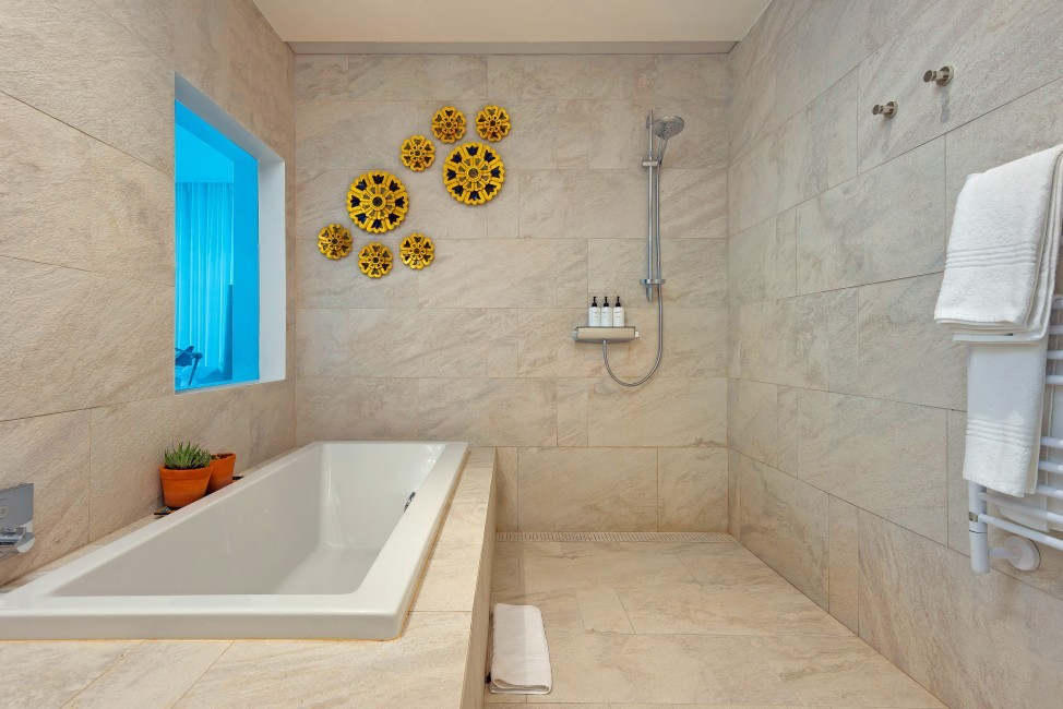 SouthAfrica:CapeTown:Rock_ApartmentRoxey:bathroom20.jpg