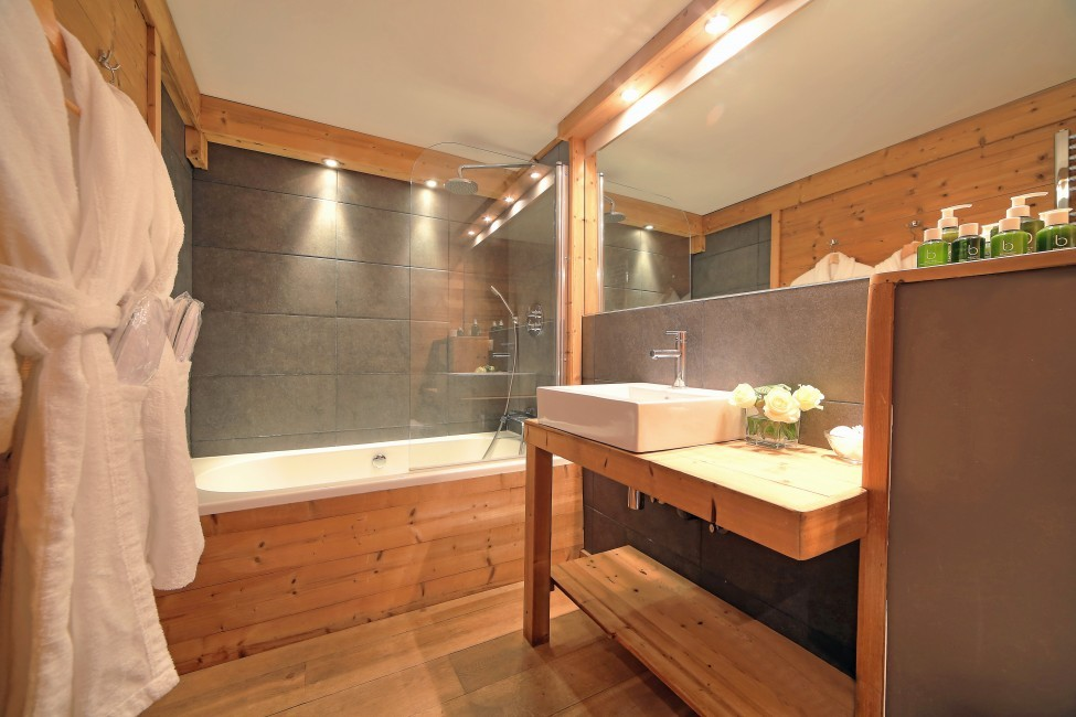 France:Chamonix:ChaletTreeLodge_ChaletLucienne:bathroom45.jpg