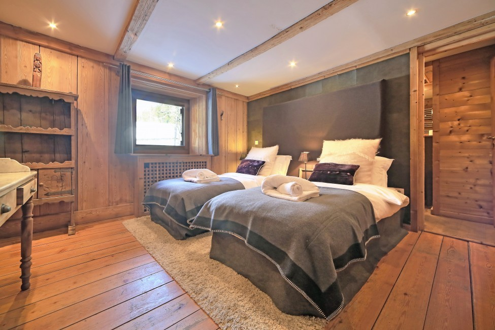 France:Chamonix:ChaletTreeLodge_ChaletLucienne:bedroom7.jpg
