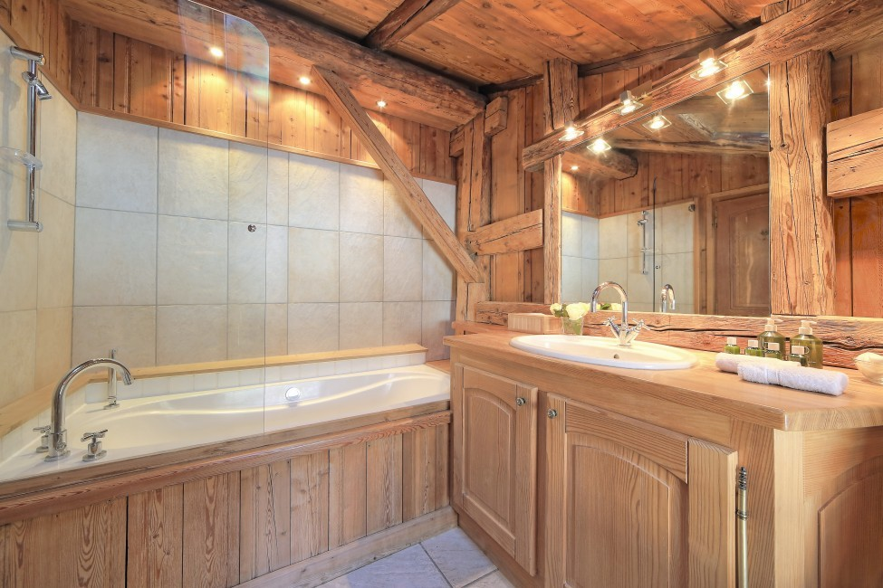 France:Chamonix:ChaletTreeLodge_ChaletLucienne:bathroom8975.jpg