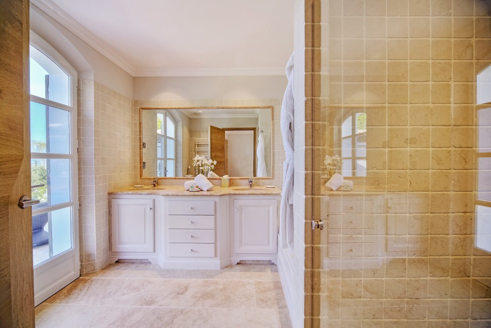 France:Coted'Azur:St.Tropez:VillaBella_VillaBastian:bathroom6.jpg