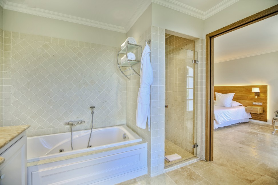 France:Coted'Azur:St.Tropez:VillaBella_VillaBastian:bathroom8.jpg