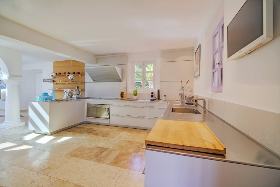 France:Coted'Azur:St.Tropez:VillaBella_VillaBastian:kitchen547.jpg