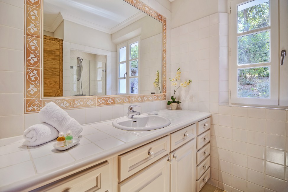 France:Coted'Azur:St.Tropez:VillaBella_VillaBastian:bathroom7.jpg
