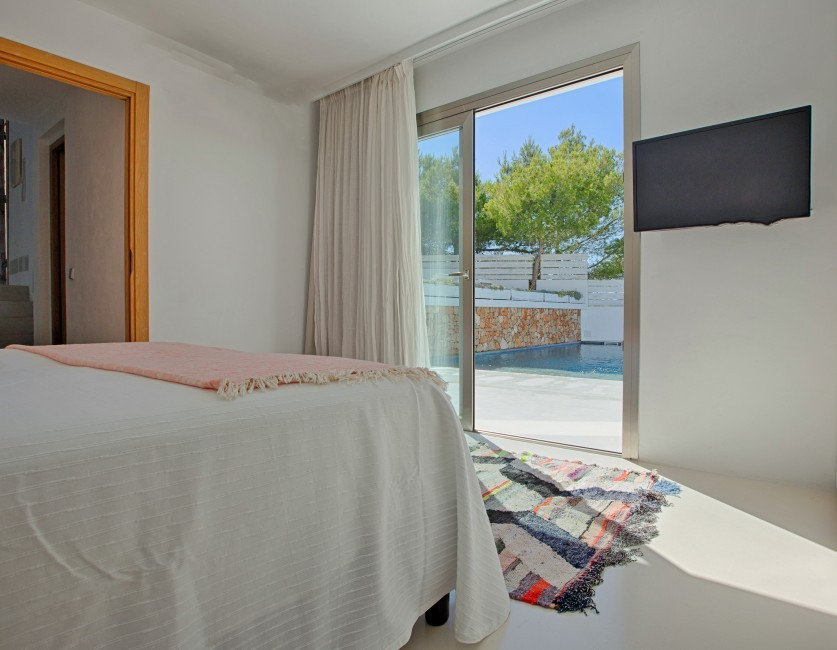 Spain:Ibiza:CanCalaMoli_VillaMagali:bedroom3.jpg