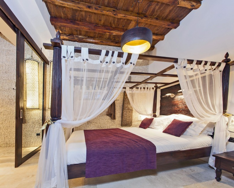 Spain:Ibiza:VillaReyna_VillaRoxana:bedroom52.jpg